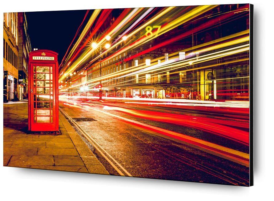 Dans une rue de Londres de nuit de Pierre Gaultier, Prodi Art, des voitures, ville, la communication, Angleterre, génial, Grande-Bretagne, lumières, Londres, longue exposition, mouvement, téléphone, cabine, la vitesse, rue, Téléphone, cabine, exposition au temps, circulation