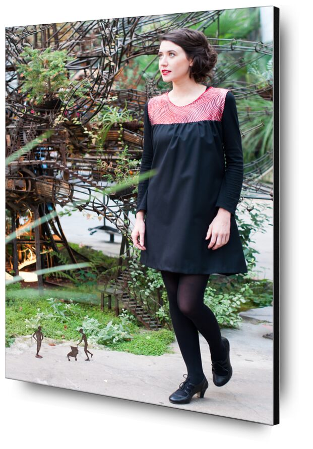 Loutchi from Marie Guibouin, Prodi Art, loutchi, marie guibouin, nantes, island machines, gallery, heron, tree, woman, dress