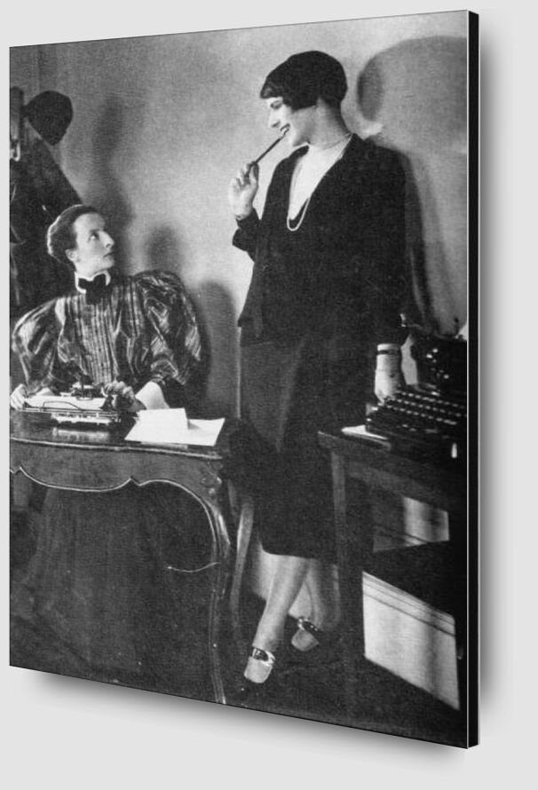 Lois Long at her New Yorker office - Edward Steichen 1921 from AUX BEAUX-ARTS Zoom Alu Dibond Image