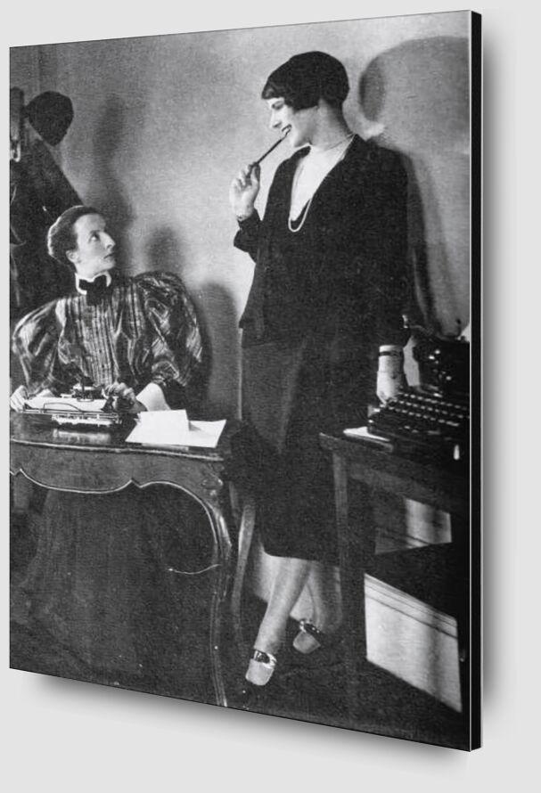 Lois Long at her New Yorker office - Edward Steichen 1921 desde AUX BEAUX-ARTS Zoom Alu Dibond Image