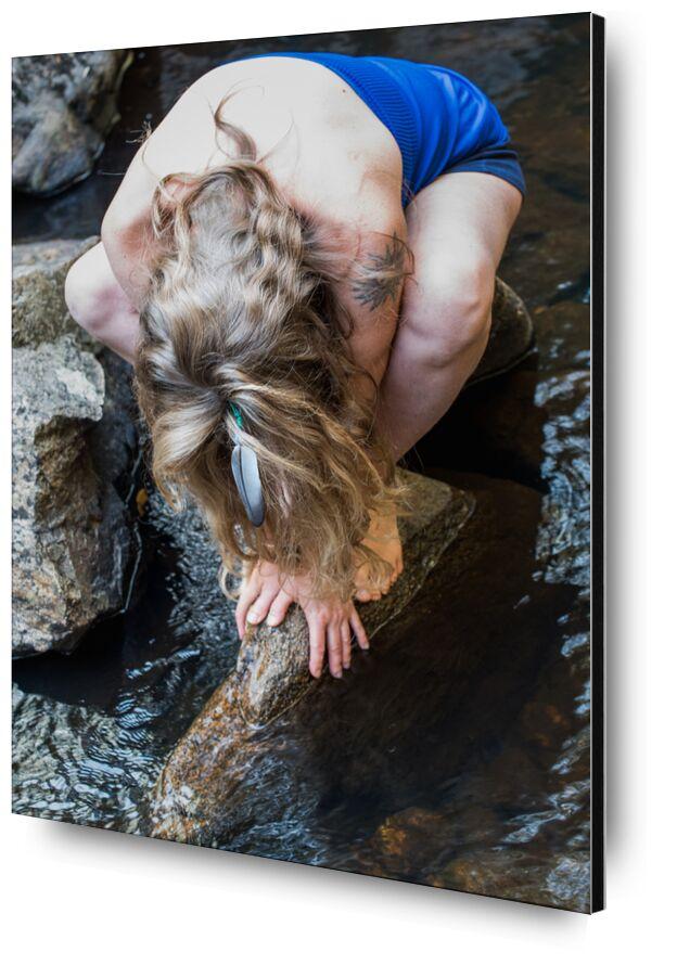 Magalie de Marie Guibouin, Prodi Art, cheveux longs, femme, cheveux, rivière, rocher, nature, plume, chamane, femme médecine