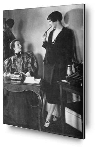 Lois Long à son bureau au New Yorker - Edward Steichen 1921 de Aux Beaux-Arts, Prodi Art, Photographie d'art, Contrecollage aluminium, Prodi Art