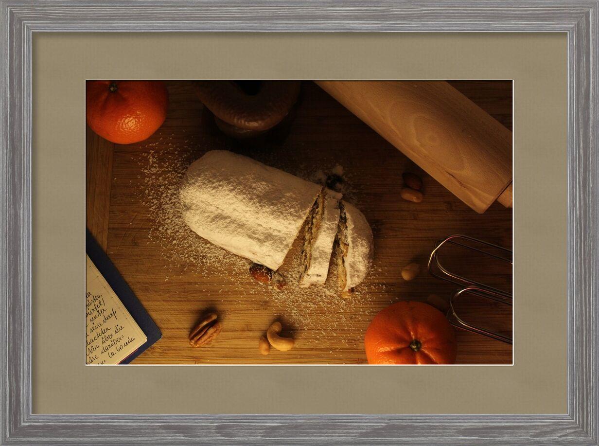 Cake sur la table de Pierre Gaultier, Prodi Art, cuire, période de Noël, noël stollen, fait maison, Noël, biscuits de Noël, doux, avènement, délicieux, des pâtisseries, faites vos propres cuisines, décoration, boulangerie noire, ceux, recette, cuisine, sucre glace, pâtisseries de vacances, odeur, fragrance, nourriture, manger, petits gâteaux, pâte