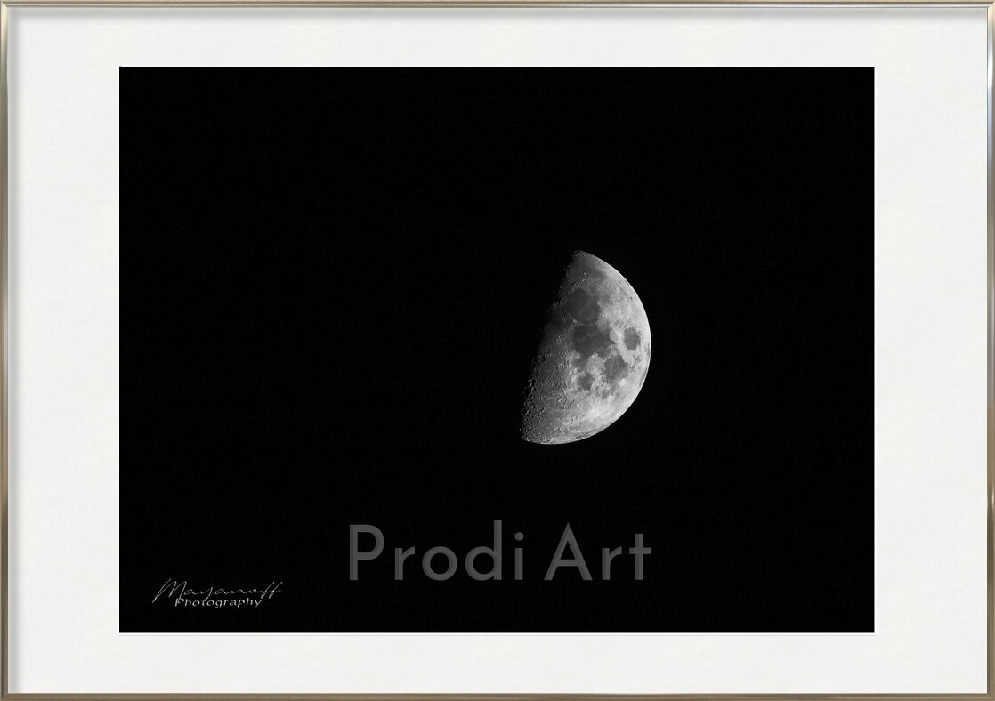 Discreet presence from Mayanoff Photography, Prodi Art, half-moon, clarity, orbit, satellite, solar system, cycle, craters, smashed, half Moon, night, Moon, universe, black-and-white, beauty, sky, star