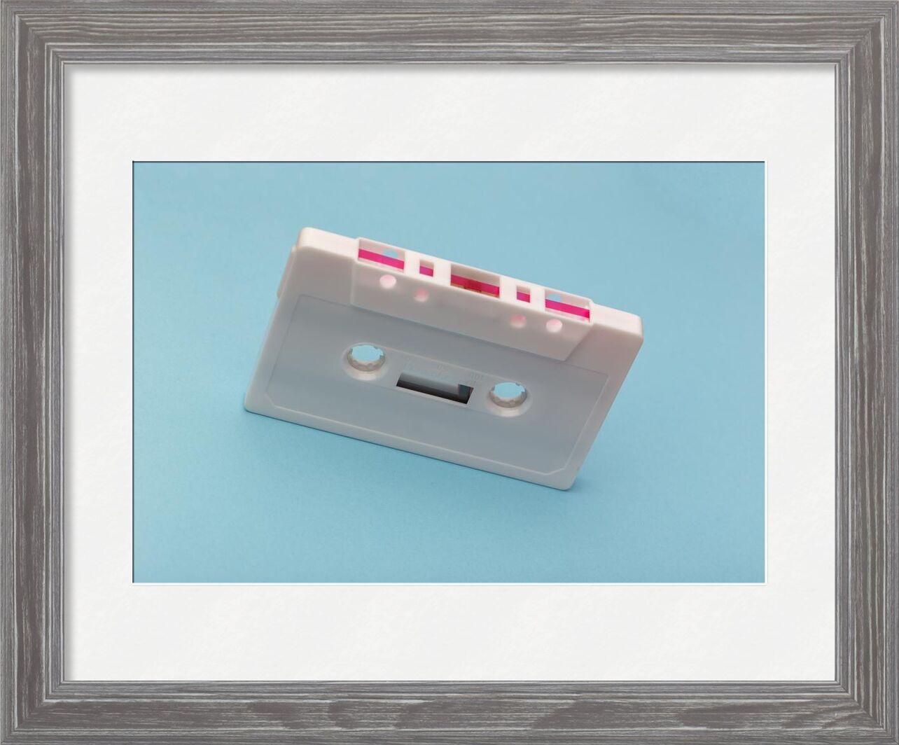 Cassette de Aliss ART, Prodi Art, bande de style, enregistrement, Plastique, cassette, fond bleu, blanc, brut, La technologie, du son, rétro, record, rose, la musique, équipement, dispositif, classique, l'audio