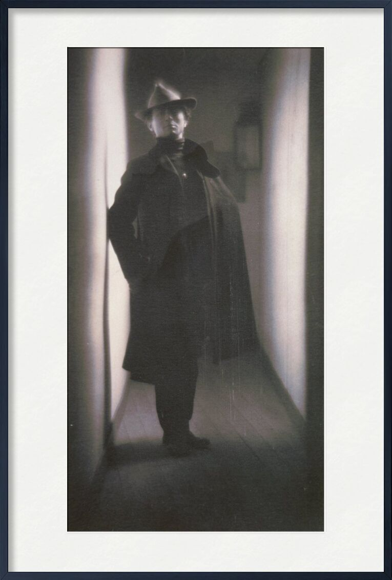 Edward Steichen by Fred Holland Day - 1901 from AUX BEAUX-ARTS, Prodi Art, black-and-white, House, hat, photo, edward steichen, corridor, apartment, old photo