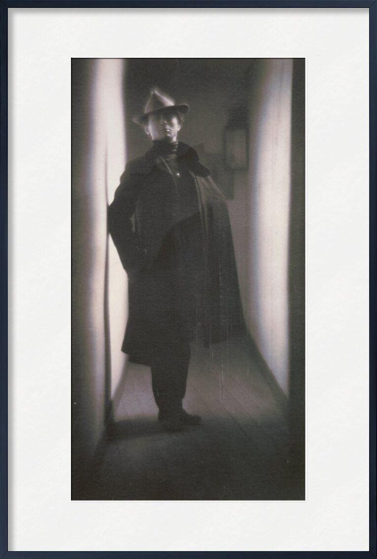 Edward Steichen par Fred Holland Day - 1901 de AUX BEAUX-ARTS, Prodi Art, noir et blanc, maison, chapeau, photo, Edward Steichen, couloir, appartement, vieille photo