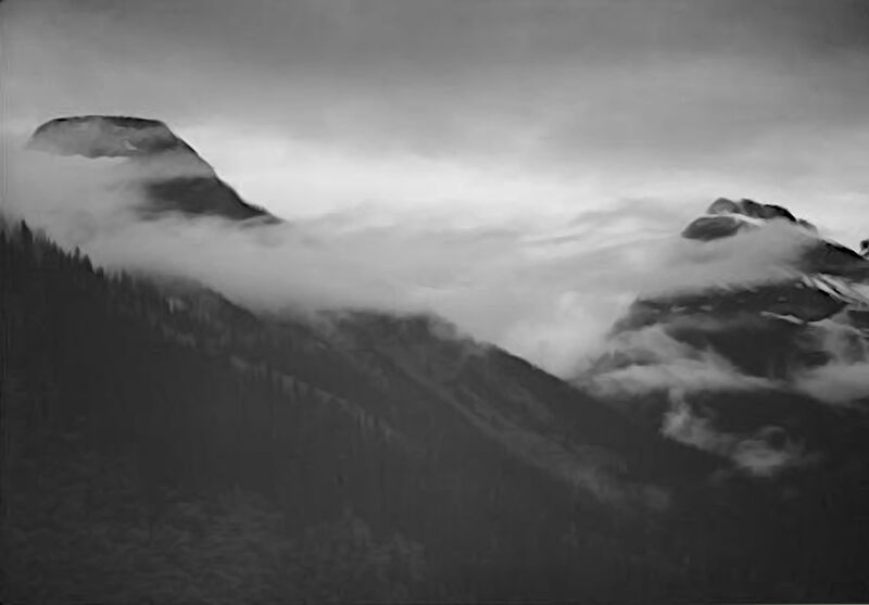 Mountain Partially Covered With Clouds - Ansel Adams desde AUX BEAUX-ARTS Decor Image