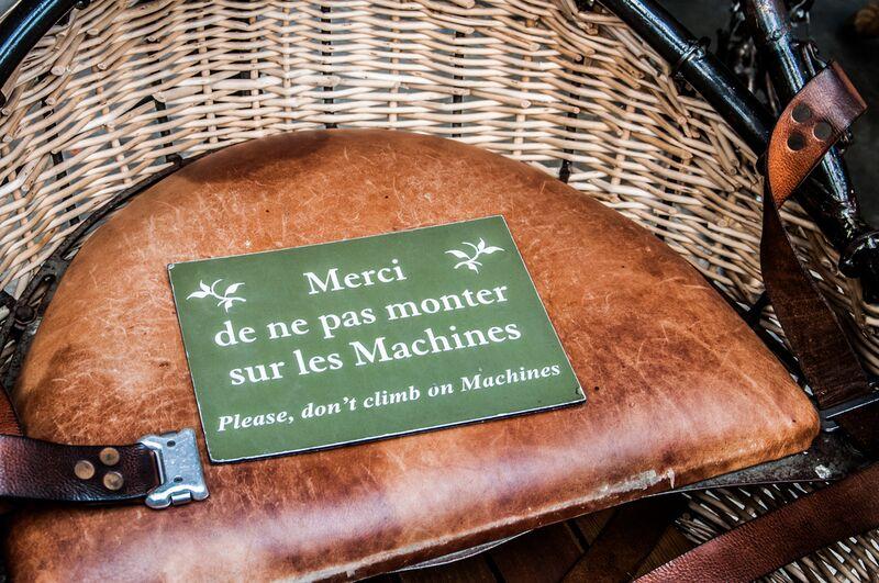 Merci de ne pas monter sur les Machines de Marie Guibouin Decor Image