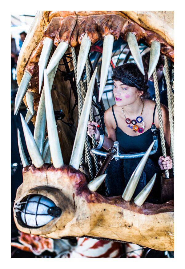 Accrochez-vous de Marie Guibouin, Prodi Art, art, bijoux, femme, mode, carrousel, Marin, poisson, maquillage, accrochez-vous, création, créatrice, dents, recyclage