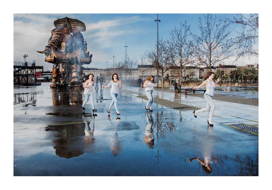 Folie bleue - Sur le parcours du Grand éléphant de Marie Guibouin, Prodi Art, éléphant, machines de l'ile, femmes, féminin, pluie, eau, reflets, marie guibouin, nantes, surprise, filles, courir