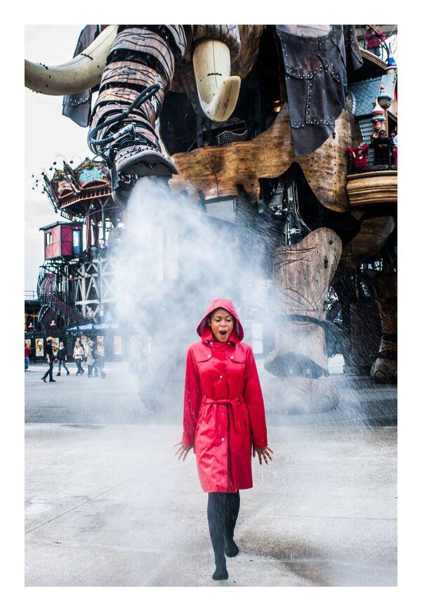 Temps d'chien de Marie Guibouin, Prodi Art, arrosage, ciré, imperméable, temps d'chien, rouge, pluie, eau, marie guibouin, nantes, machines de l'ile, surprise, carrousel, éléphant, art
