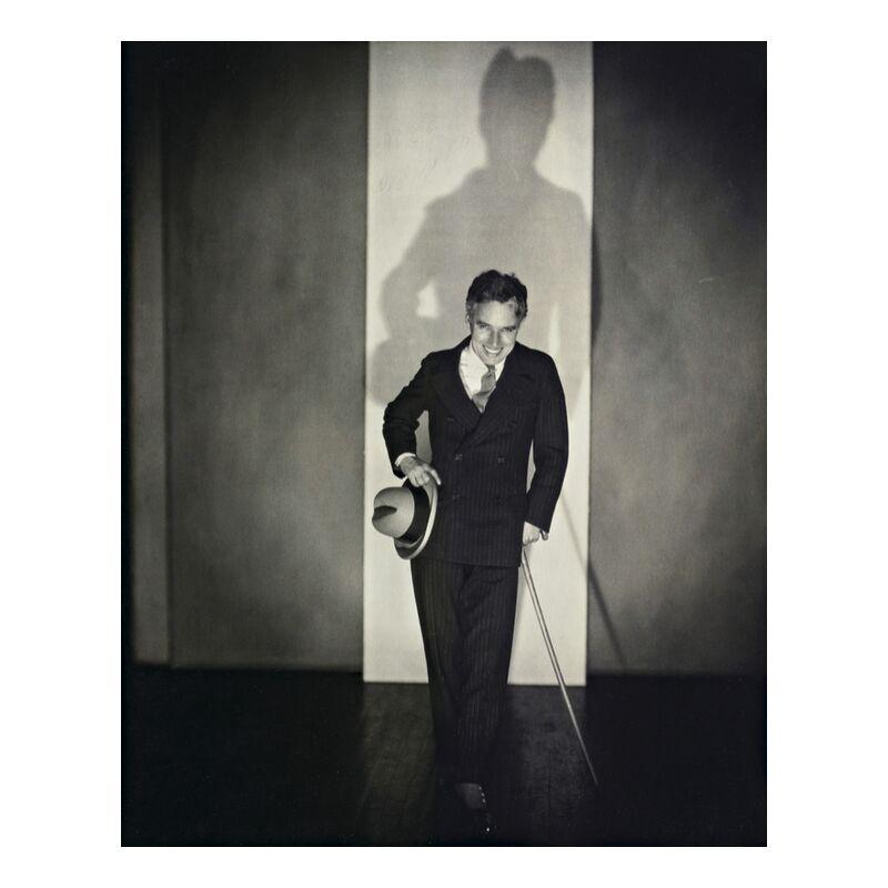 Charlie Chaplin - Edward Steichen 1925 from Aux Beaux-Arts, Prodi Art, hat, black-and-white, show, Charlie Chaplin, Edward Steichenn, cane, theater
