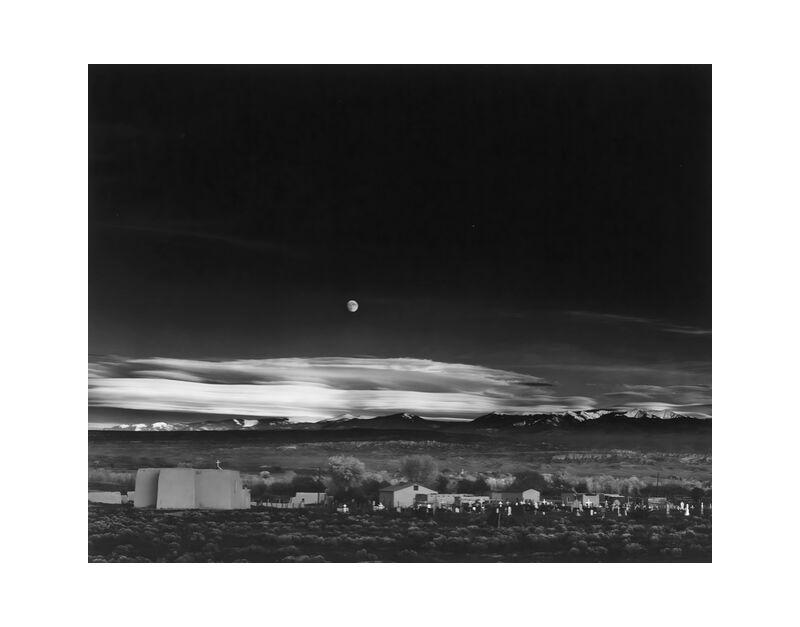 Moonrise over Hernandez New Mexico - Ansel Adams 1941 desde AUX BEAUX-ARTS, Prodi Art, cielo, blanco y negro, negro y blanco, luna, EE.UU., casa, estrellas, estrella, granja, campo, ANSEL ADAMS, Nuevo México