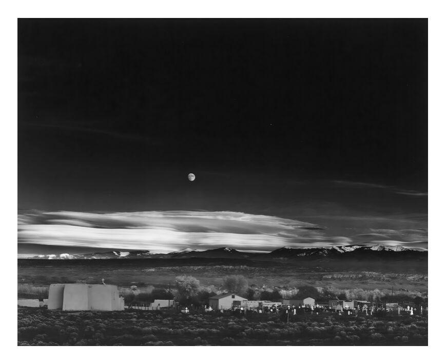 Moonrise, Hernandez, Nouveau-Mexique - Ansel Adams 1941 de AUX BEAUX-ARTS, Prodi Art, ciel, noir et blanc, noir&blanc, lune, USA, maison, étoiles, étoile, ferme, campagne, ANSEL ADAMS, Nouveau Mexique