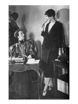 Lois Long at her New Yorker office - Edward Steichen 1921 from Aux Beaux-Arts, Prodi Art, Art photography, Art print, Standard frame sizes, Prodi Art